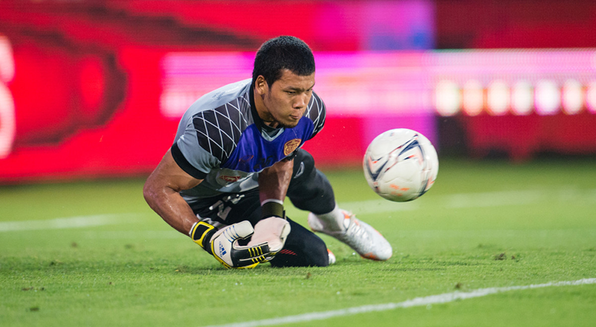 Goalkeeper Kawin Thamsatchanan of Muangthong Utd. during a training